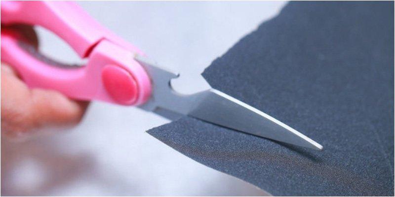 Cách nhanh nhất để biến kéo vừa cùn vừa rỉ sét trở nên sắc lẹm mà không cần đá mài - Ảnh 2
