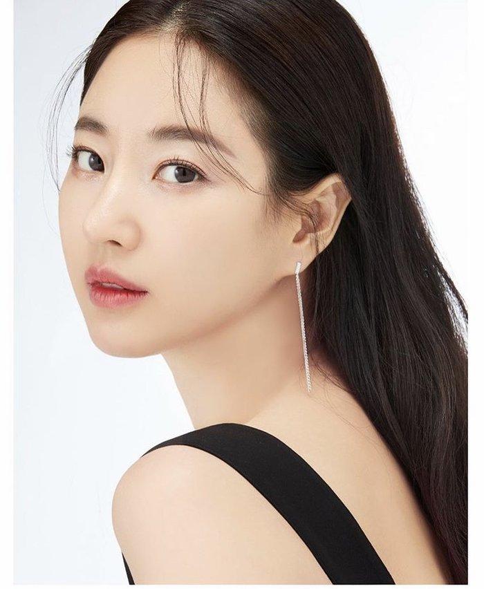 Dù 42 tuổi, 'Hoa hậu đẹp nhất Hàn Quốc' Kim Sarang vẫn trẻ như gái 20: Knet tố thẩm mỹ! - Ảnh 1