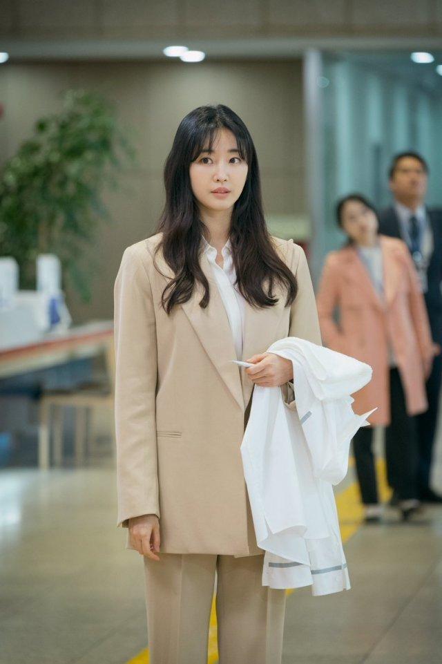 Dù 42 tuổi, 'Hoa hậu đẹp nhất Hàn Quốc' Kim Sarang vẫn trẻ như gái 20: Knet tố thẩm mỹ! - Ảnh 2