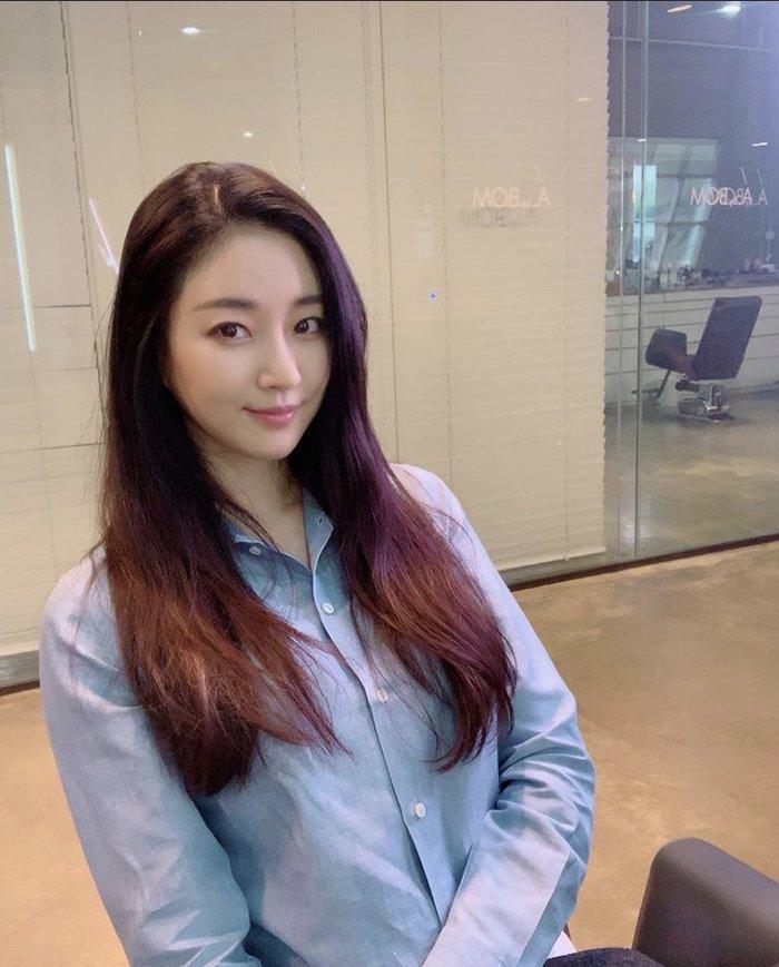 Dù 42 tuổi, 'Hoa hậu đẹp nhất Hàn Quốc' Kim Sarang vẫn trẻ như gái 20: Knet tố thẩm mỹ! - Ảnh 5