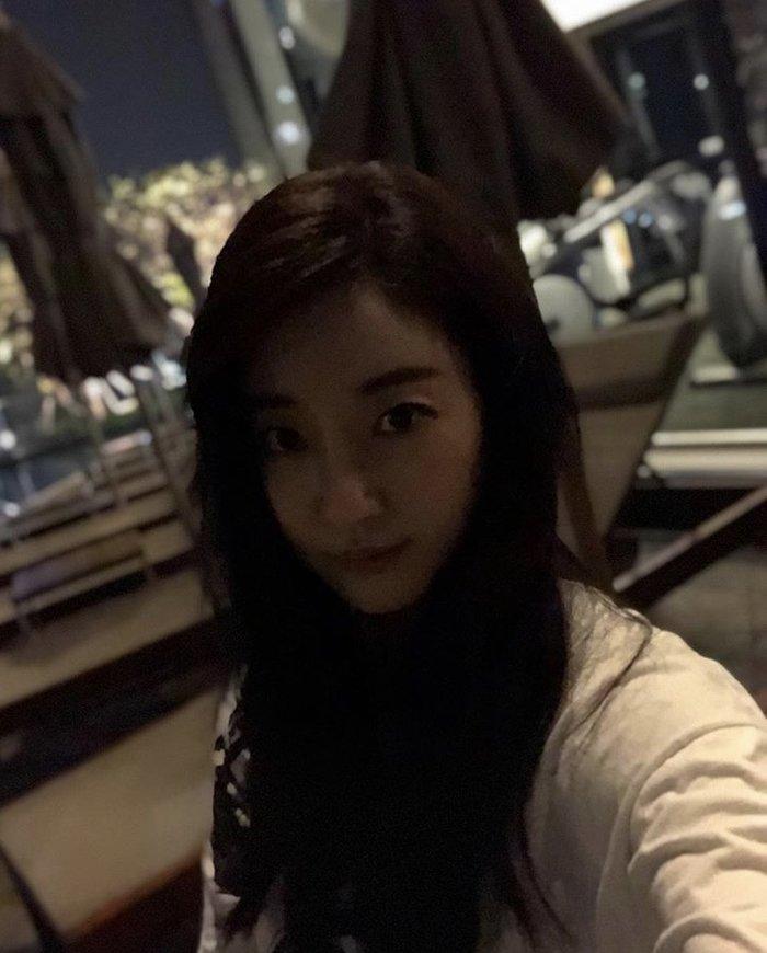 Dù 42 tuổi, 'Hoa hậu đẹp nhất Hàn Quốc' Kim Sarang vẫn trẻ như gái 20: Knet tố thẩm mỹ! - Ảnh 7