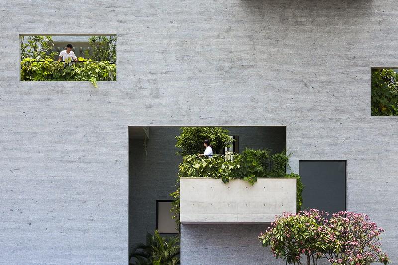 Nhà có nhiều ban công độc đáo, kết nối với thiên nhiên - Ảnh 3