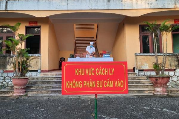 Kết quả xét nghiệm 31 du khách ở Quảng Nam bay cùng cô gái nhiễm Covid-19 - Ảnh 1