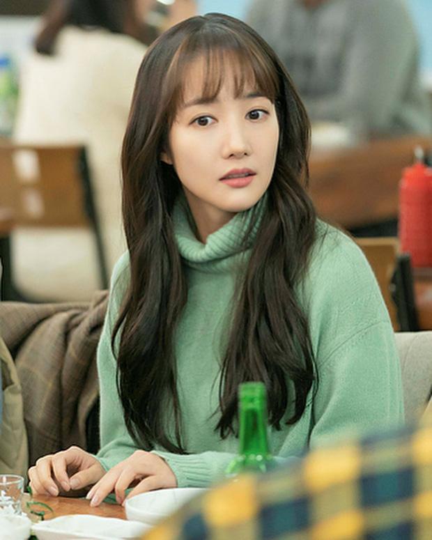 Chỉ sai trong chọn kiểu tóc và kẻ eyeline, Park Min Young đã bị dìm thê thảm - Ảnh 1