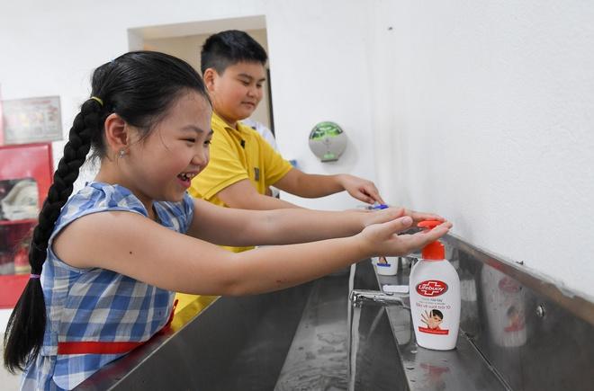 Thời điểm trẻ cần rửa tay ngay lập tức và 6 bước rửa tay cần nhớ để phòng dịch virus Covid-19 - Ảnh 1