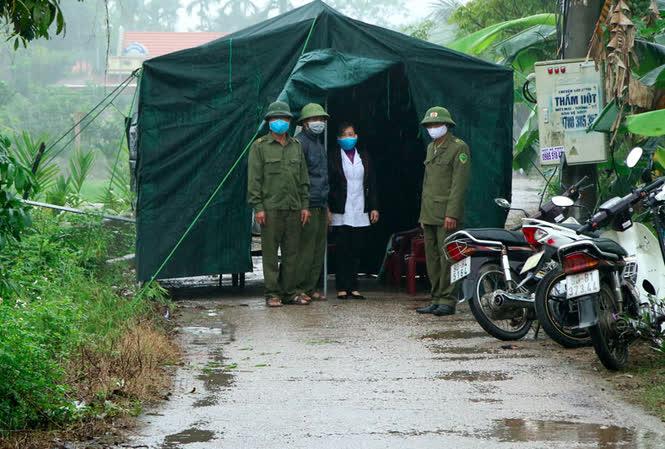 Điều đáng lo về BN 251: Nguy cơ lây lan cho 6 huyện thị ở Hà Nam, phát hiện hơn 600 người liên quan trực tiếp - Ảnh 1