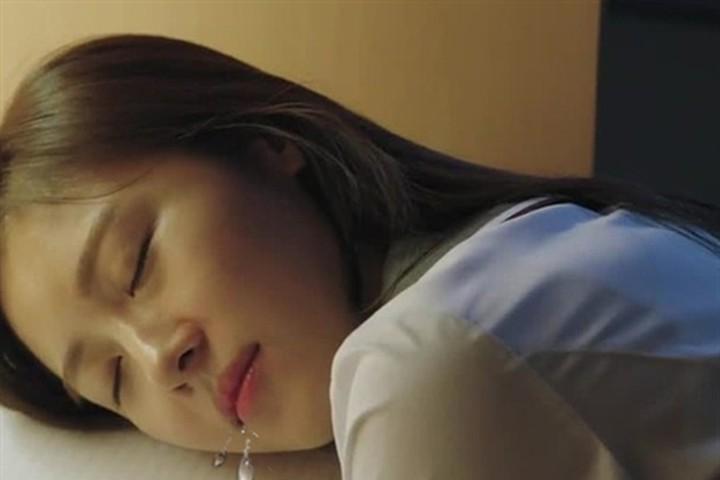 Tưởng bình thường nhưng nếu xuất hiện những thói xấu này khi ngủ bạn cần đến bác sỹ càng sớm càng tốt  - Ảnh 1