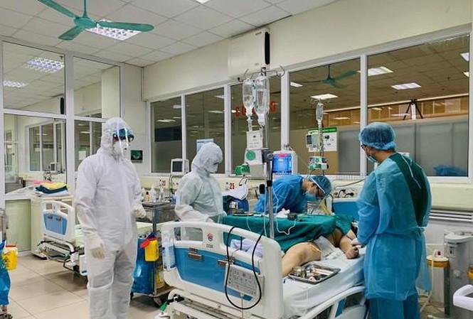 Bộ Y tế thông tin về 4 ca mắc COVID-19 nặng, nguy kịch ở Việt Nam - Ảnh 1
