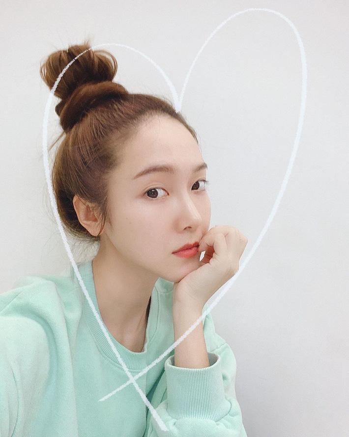 Học lỏm các sao Hàn cách để tóc đơn giản mà vẫn đẹp hút mắt - Ảnh 2
