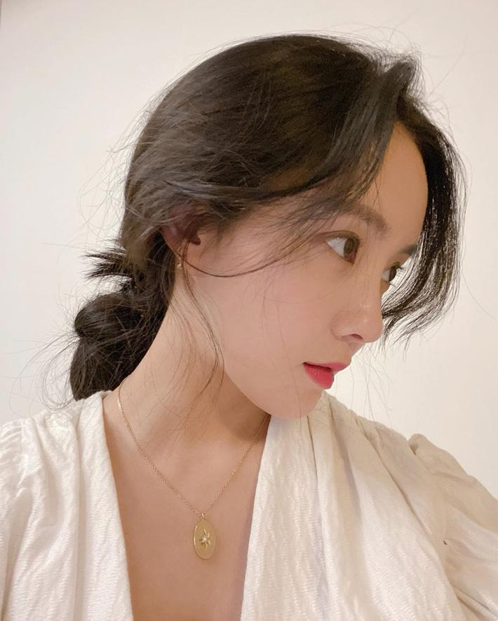Học lỏm các sao Hàn cách để tóc đơn giản mà vẫn đẹp hút mắt - Ảnh 7