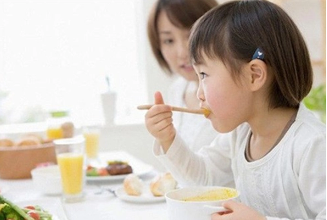 Bí quyết giúp bé ăn ngon miệng, tăng cân vù vù, con khỏe mẹ vui - Ảnh 1