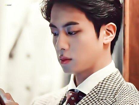 Jin (BTS) khiến fan gây thương nhớ với vẻ đẹp như hoàng tử trong quảng cáo mới - Ảnh 3