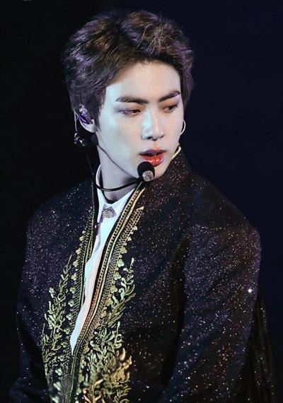 Jin (BTS) khiến fan gây thương nhớ với vẻ đẹp như hoàng tử trong quảng cáo mới - Ảnh 7