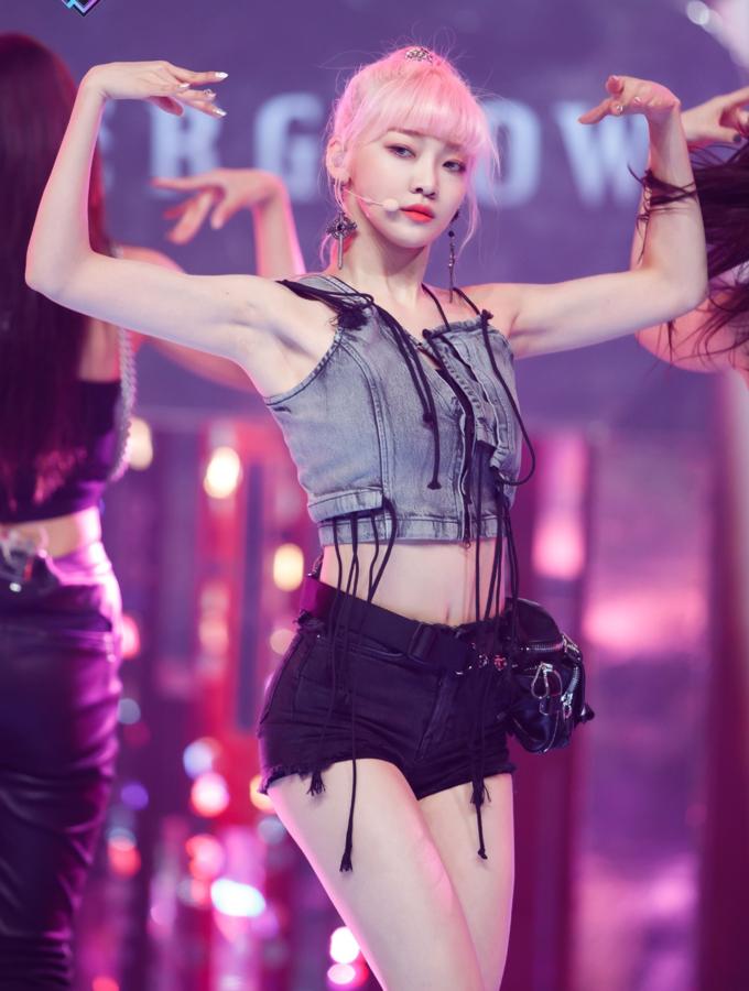 Những nữ idol Kpop có gương mặt ngây thơ nhưng body cơ bắp, lực lưỡng như nam giới - Ảnh 10