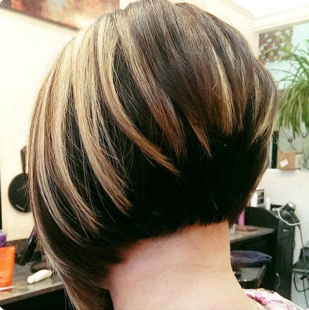 Các lớp tóc gối lên nhau thêm highlight ấn tượng giúp bạn sẽ có được một kiểu tóc 2017 ngắn ưng ý chào hè