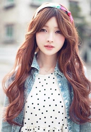 Tóc mái dài chẻ ngôi giữa