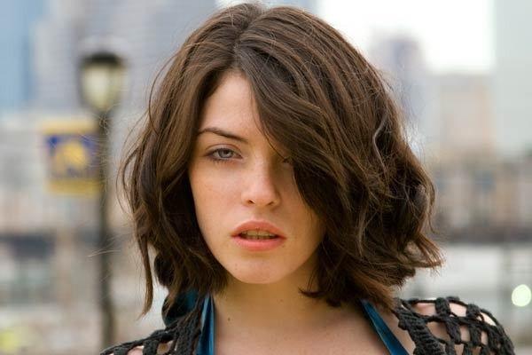 Những kiểu tóc mái dài lệch đẹp nhất hiện nay