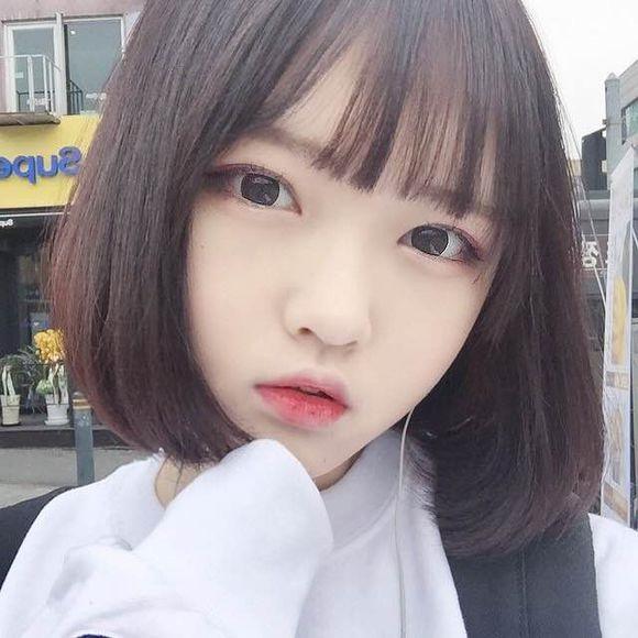 Tóc mái thưa Hàn Quốc thẳng tự nhiên, đơn giản