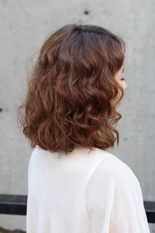 Một kiểu tóc ngắn ngang vai mang phong cách năng động và dễ thương dành cho các bạn nữ