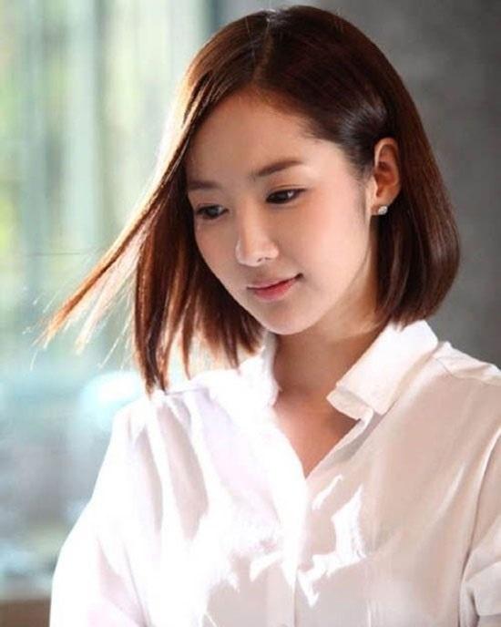 Kiểu tóc ngắn ngang vai ép thẳng dành cho các bạn hướng tới phong cách đơn giản, nhẹ nhàng