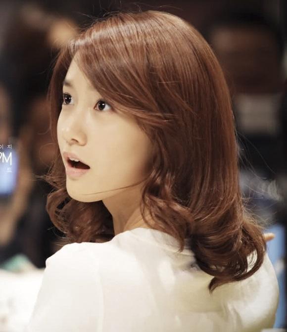 Các bạn sẽ vô cùng đáng yêu và dễ thương với kiểu tóc ngắn ngang vai xoăn đuôi Hàn Quốc