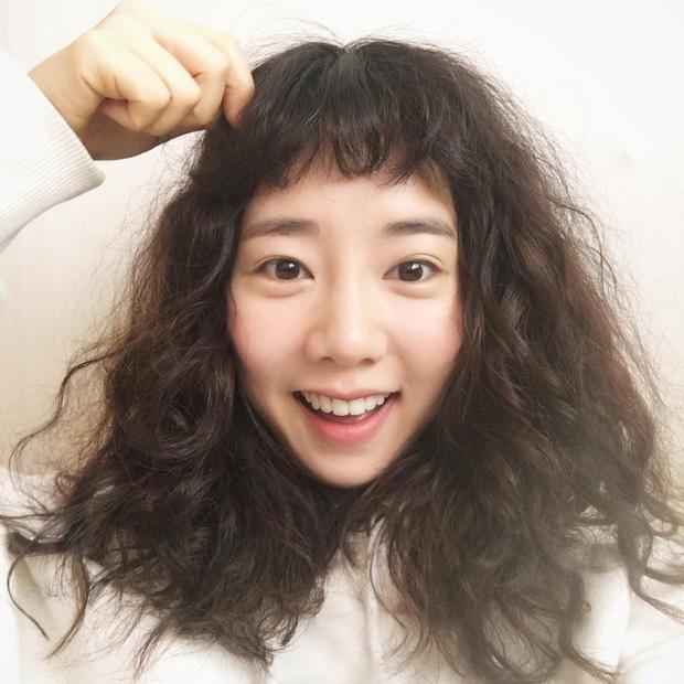 Những kiểu tóc tưởng du nhập từ Hàn Quốc thì ra đã gây sốt ở Việt Nam từ thời các dì, các mẹ - Ảnh 12