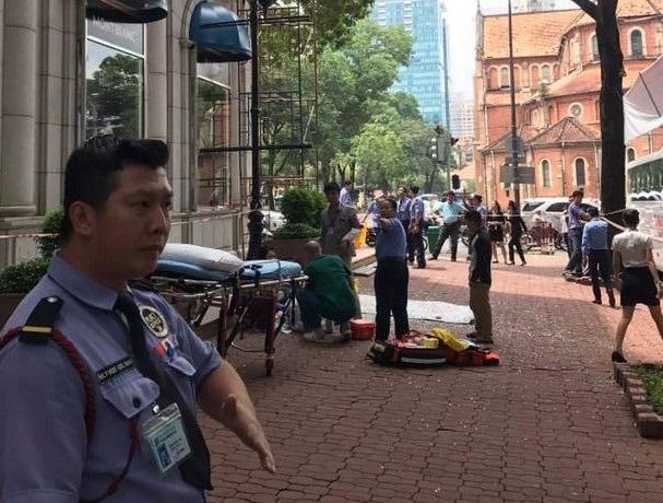 Vụ nam công nhân rơi từ giàn giáo, tòa nhà Diamond Plaza: Báo động an toàn lao động khi làm việc trên cao - Ảnh 1