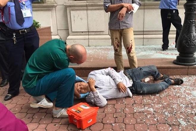 Vụ nam công nhân rơi từ giàn giáo, tòa nhà Diamond Plaza: Báo động an toàn lao động khi làm việc trên cao - Ảnh 2