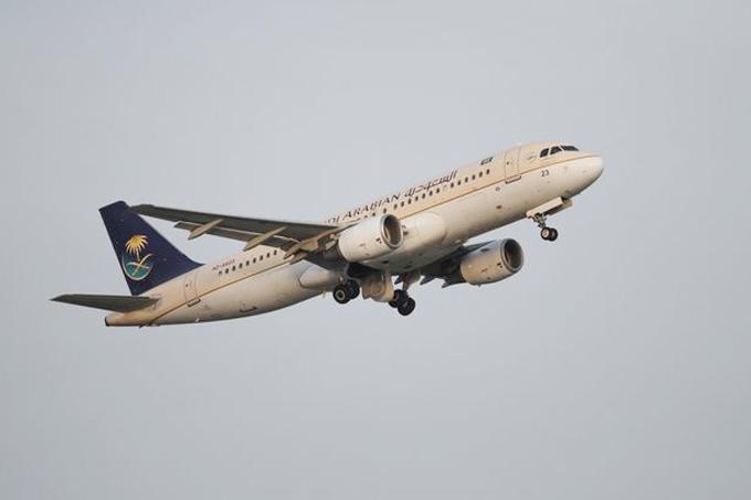 Máy bay phải quay lại vì hành khách quên con - Ảnh 1