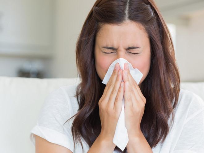 Cảm lạnh là bệnh truyền nhiễm do virus gây ra ở đường hô hấp, chủ yếu ảnh hưởng ở mũi