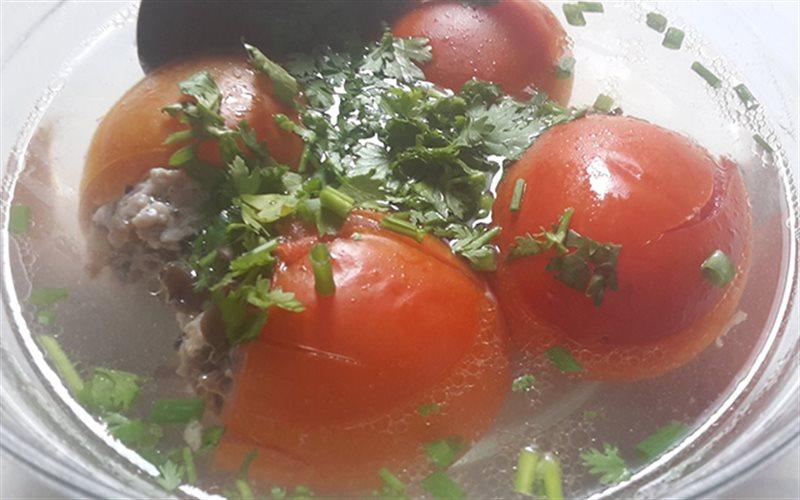 Canh cà chua nhồi thịt với hương vị mới lạ cùng nước dùng ngọt lừ sẽ giúp mọi người ăn cơm không biết ngán
