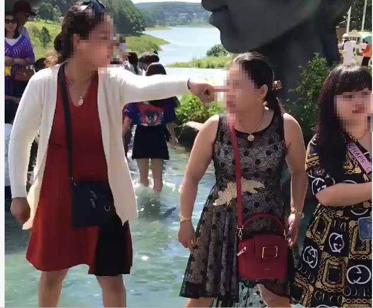 Hai phụ nữ 'choảng nhau' vì tranh chỗ chụp ảnh 'sống ảo' ở Đà Lạt? - Ảnh 3