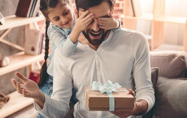 Ngày của Cha nên tặng quà gì là ý nghĩa nhất? - Ảnh 1