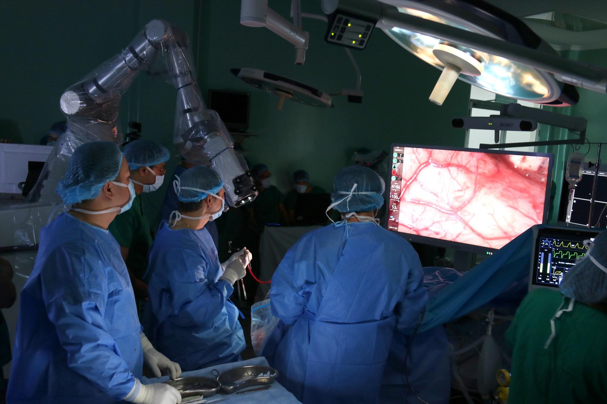 Ca phẫu thuật u não bằng hệ thống Robot đầu tiên ở Châu Á chỉ mất 90 phút  - Ảnh 2