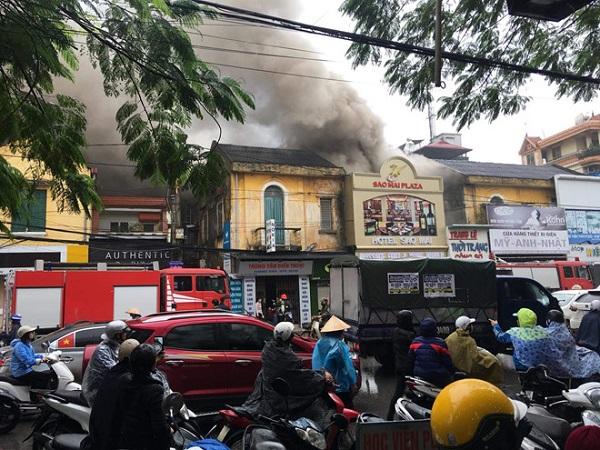 Cháy khách sạn 3 tầng ở Hải Phòng, một nữ nhân viên tử vong - Ảnh 2