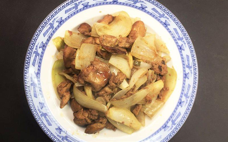 Món gan heo xào hành tây bổ sung chất sắt và vitamin, khoáng chất cần thiết cho cơ thể