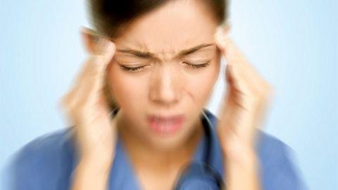 nếu bạn đã gặp phải cơn đau đầu đột ngột, dữ dội và tồi tệ, hãy cảnh giác vì đó thường là dấu hiệu đầu tiên của sự vỡ động mạch não.