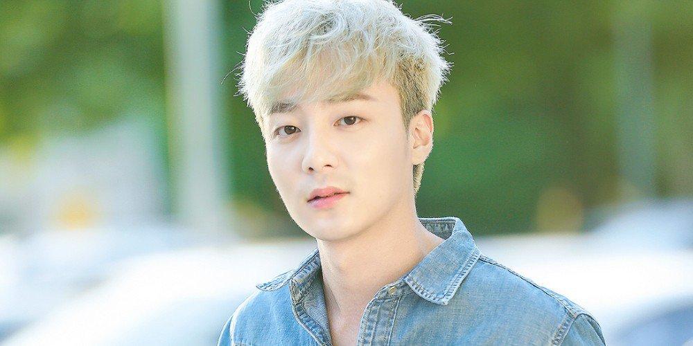 Roy Kim - Chàng hoàng tử sơn ca ngoan hiền, tốt nghiệp trường đại học danh giá đến khi dính bê bối chấn động - Ảnh 1