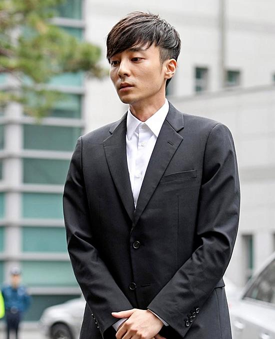 Roy Kim - Chàng hoàng tử sơn ca ngoan hiền, tốt nghiệp trường đại học danh giá đến khi dính bê bối chấn động - Ảnh 11