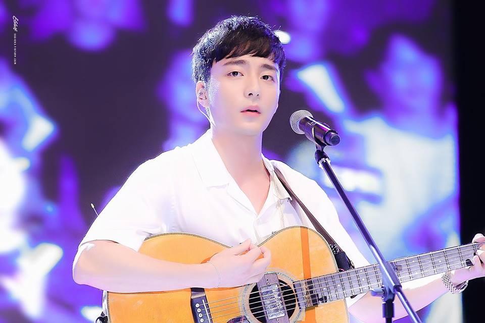 Roy Kim - Chàng hoàng tử sơn ca ngoan hiền, tốt nghiệp trường đại học danh giá đến khi dính bê bối chấn động - Ảnh 2