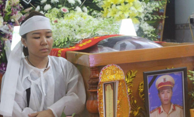 Vụ Đại úy CSGT chết thảm khi làm nhiệm vụ: Vợ tài xế hé lộ thông tin bất ngờ - Ảnh 2