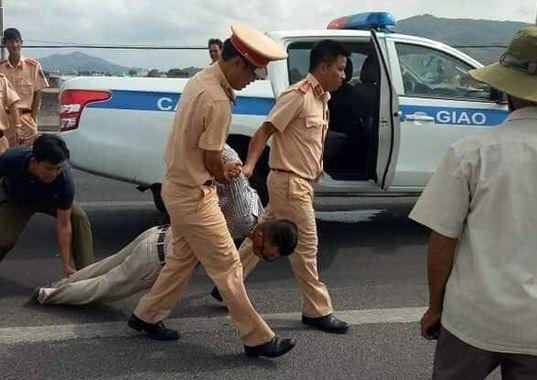 Vụ Đại úy CSGT chết thảm khi làm nhiệm vụ: Vợ tài xế hé lộ thông tin bất ngờ - Ảnh 1