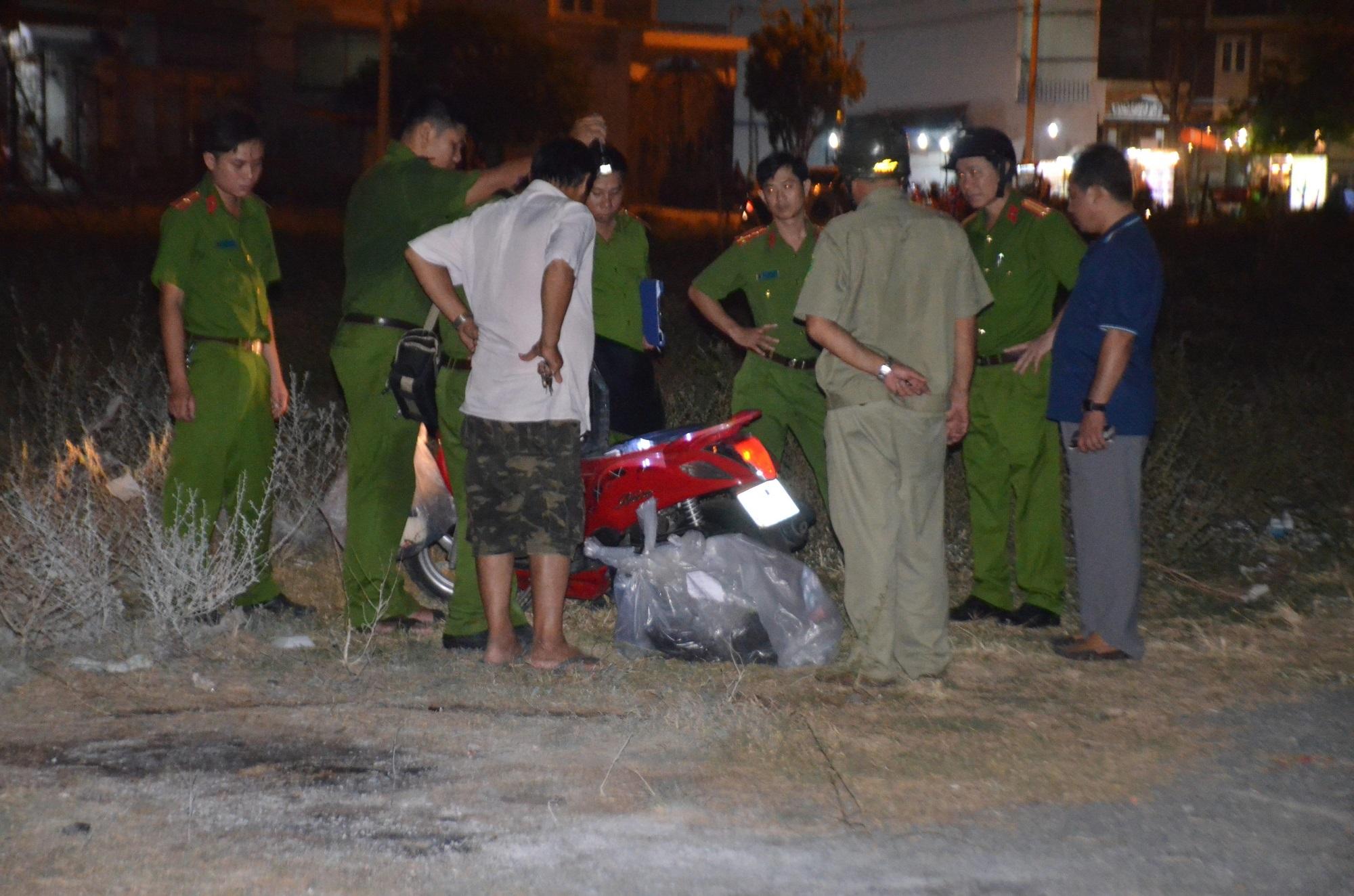 Vụ đôi nam nữ bốc cháy dữ dội tại bãi đất trống ở Sài Gòn: Hé lộ nguyên nhân bất ngờ - Ảnh 2