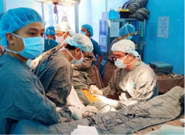 Bệnh viện Ung bướu TP.HCM tái tạo lưỡi cho bệnh nhân ung thư nói trở lại - Ảnh 1