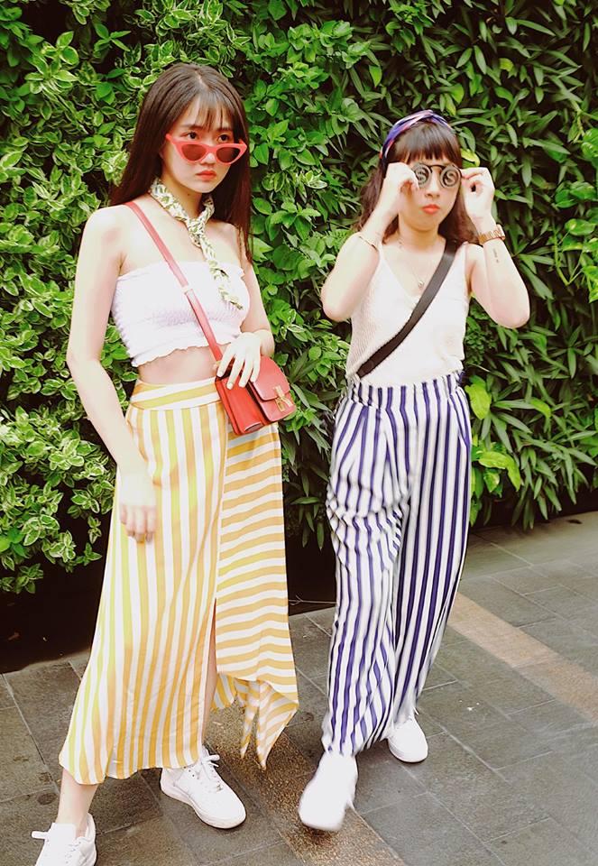Cặp bạn thân gây chú ý với phong cách trang phục giống nhau, từ khi chơi với Trang Hí, Kiều Trinh được nhận xét cởi mở, hài hước hơn.