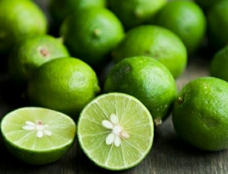 Chanh tươi được dùng để tẩy vết ố trên bàn ủi rất nhanh chóng và hiệu quả