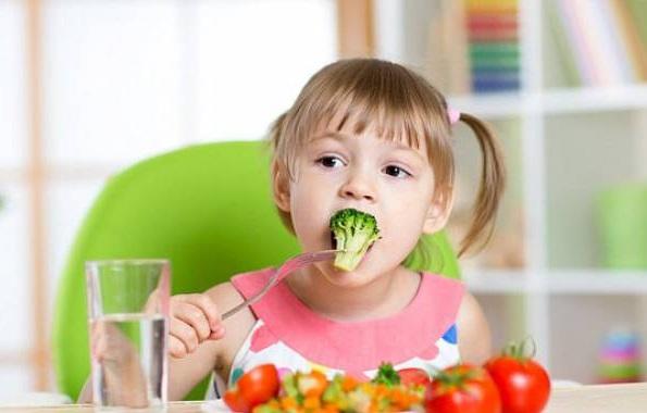 Rau quả còn nguyên hình dạng khiến trẻ ăn nhiều hơn - Ảnh 1