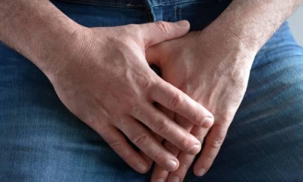 Những người đàn ông mắc bệnh Peyronie đau đớn khi dương vật cương cứng hoặc gặp khó khăn khi giao hợp