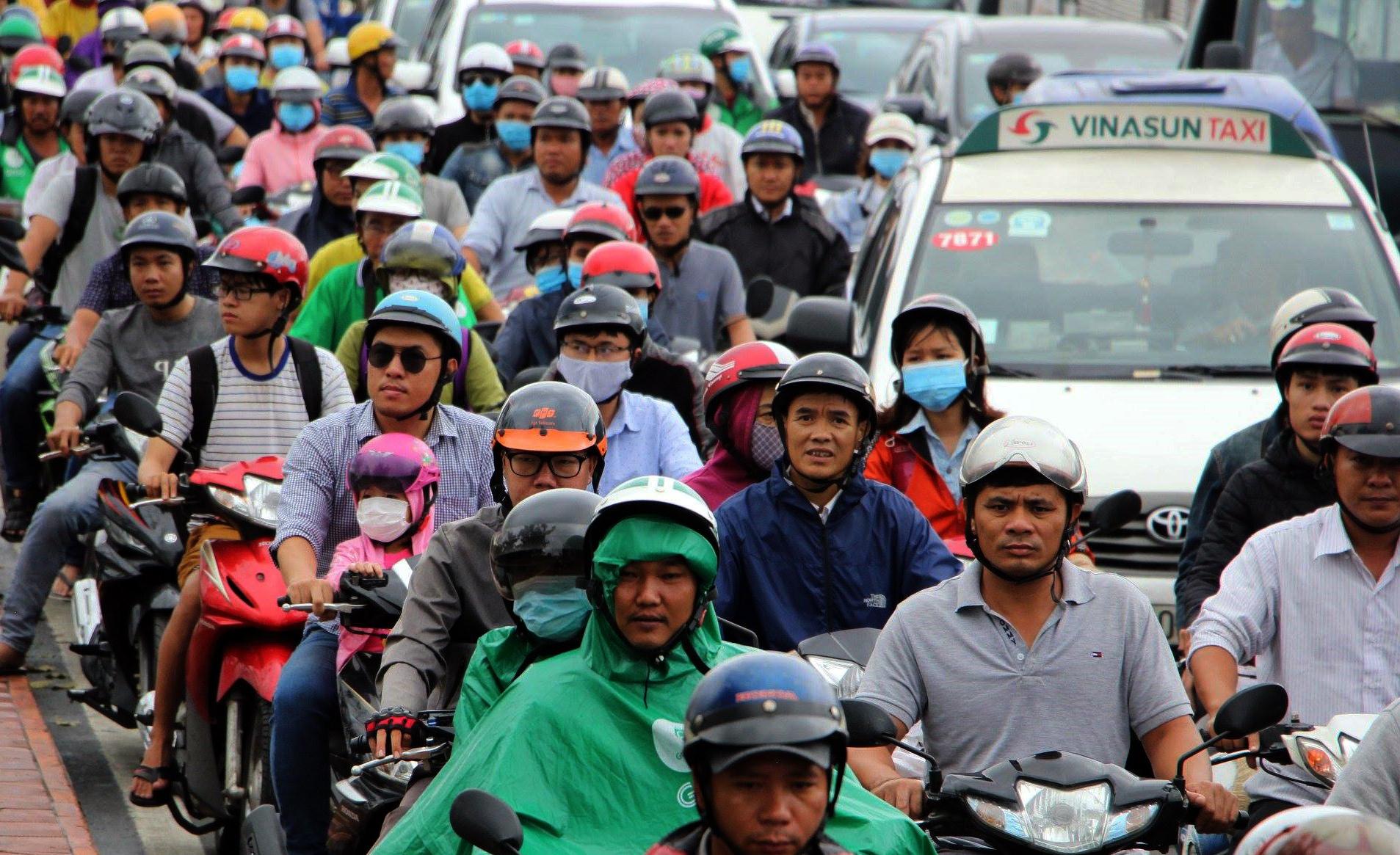Sau một đêm tơi tả trong bão lịch sử, người Sài Gòn tiếp tục thở không ra hơi vì ngập nước kẹt xe nhiều giờ - Ảnh 5