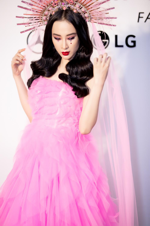 Angela Phương Trinh đầy mê hoặc với gam hồng thời thượng dự show thời trang - Ảnh 4